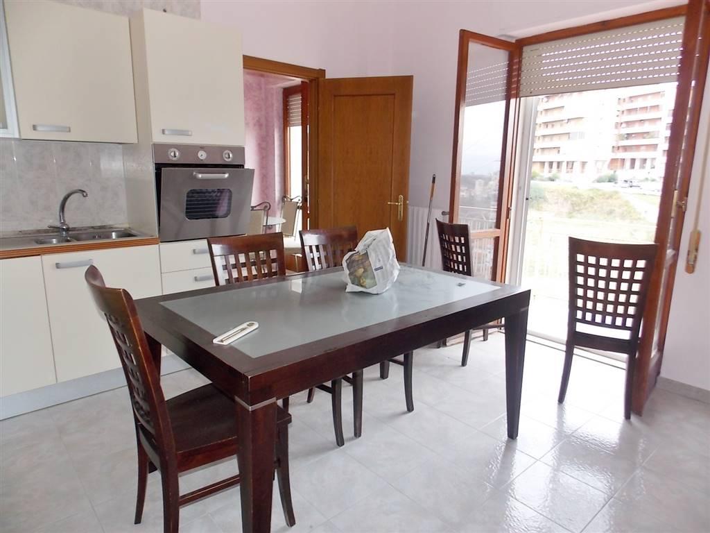 Appartamento in vendita a Catanzaro, 3 locali, zona Zona: Viale De Filippis, prezzo € 75.000 | CambioCasa.it
