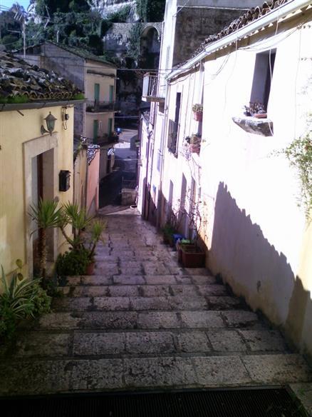 Casa singola in Chiasso Calabro' 24 (e 23), Ibla, Ragusa