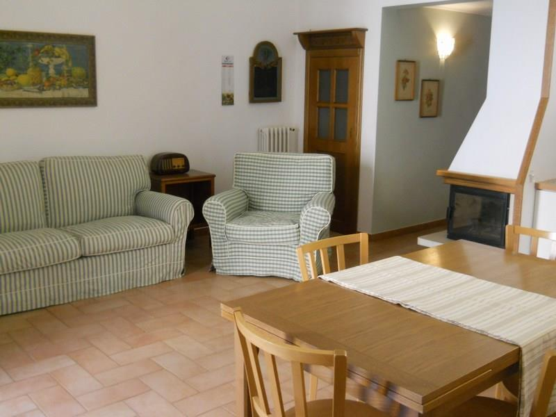 Palazzo / Stabile in vendita a Ragusa, 9 locali, zona Località: CENTRO STORICO ALTO, prezzo € 190.000 | Cambio Casa.it