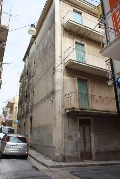 Palazzo / Stabile in vendita a Ragusa, 15 locali, zona Località: CENTRO STORICO ALTO, prezzo € 100.000 | Cambio Casa.it