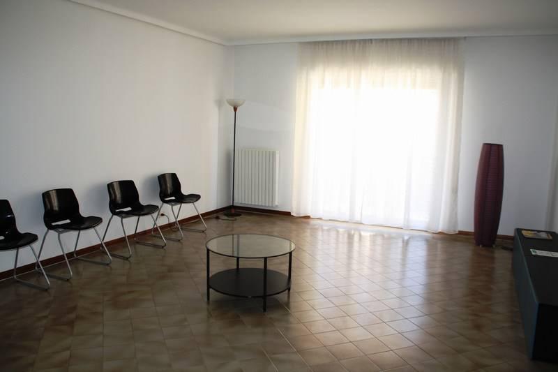 Appartamento in affitto a Ragusa, 5 locali, zona Località: SEMICENTRO, prezzo € 400 | Cambio Casa.it