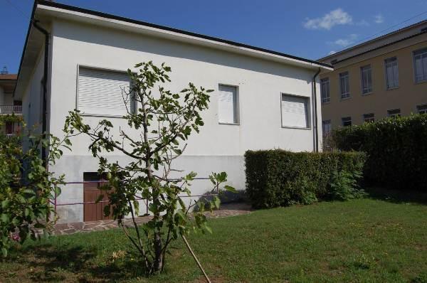 Soluzione Indipendente in vendita a Villafranca in Lunigiana, 5 locali, prezzo € 200.000 | CambioCasa.it