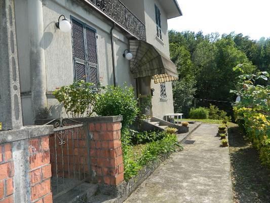 Soluzione Indipendente in vendita a Villafranca in Lunigiana, 9 locali, prezzo € 250.000 | CambioCasa.it