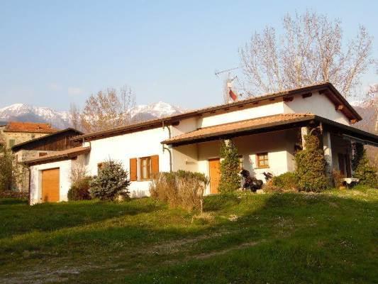Villa in vendita a Bagnone, 7 locali, prezzo € 350.000 | CambioCasa.it