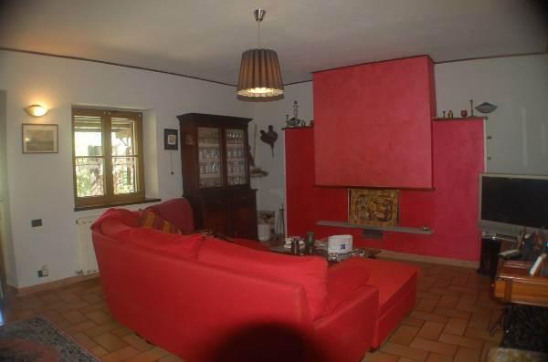 Villa in vendita a Fivizzano, 10 locali, prezzo € 480.000 | CambioCasa.it