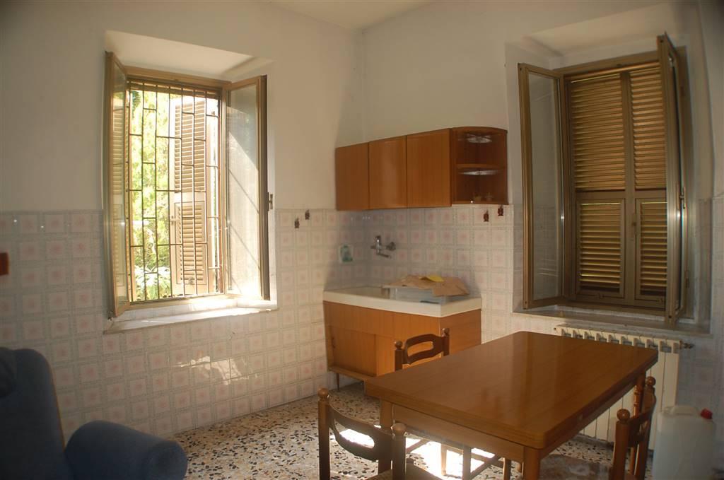 Soluzione Indipendente in vendita a Aulla, 8 locali, prezzo € 160.000 | CambioCasa.it