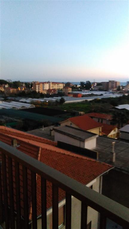 Appartamento in vendita a Vallecrosia, 3 locali, prezzo € 170.000 | Cambio Casa.it