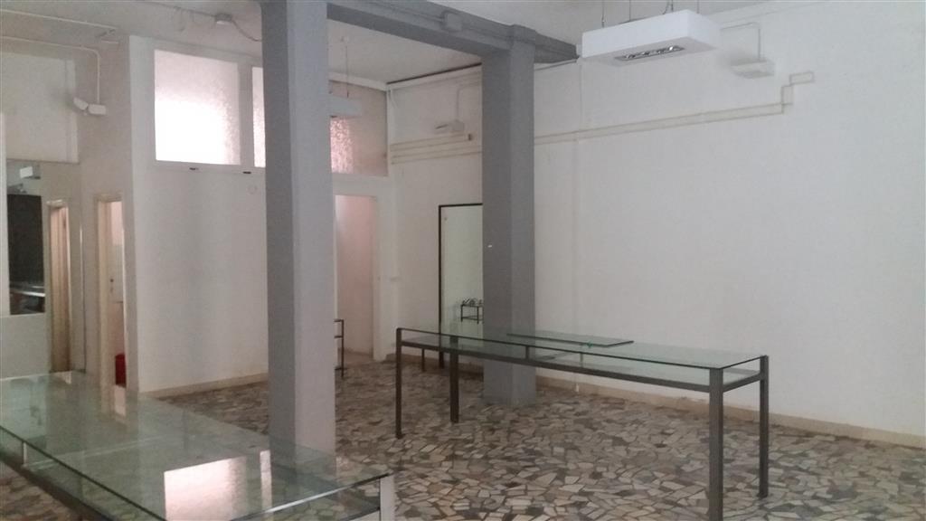 Negozio / Locale in affitto a Pisa, 2 locali, zona Zona: Quartiere San Francesco, prezzo € 800 | CambioCasa.it