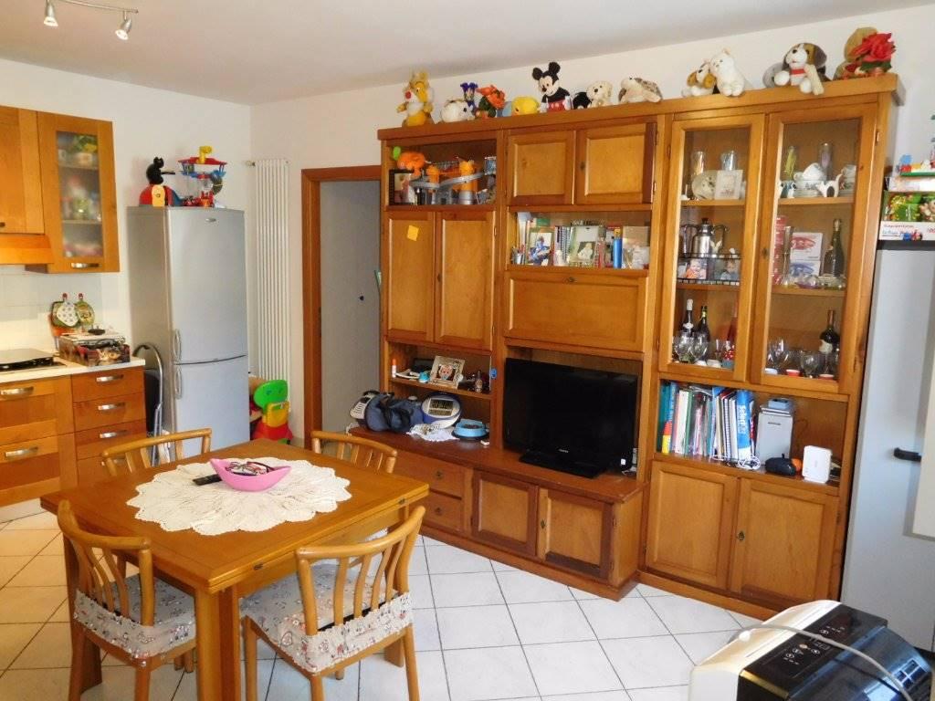 Soluzione Indipendente in affitto a Cascina, 3 locali, zona Zona: Navacchio, prezzo € 700 | Cambio Casa.it