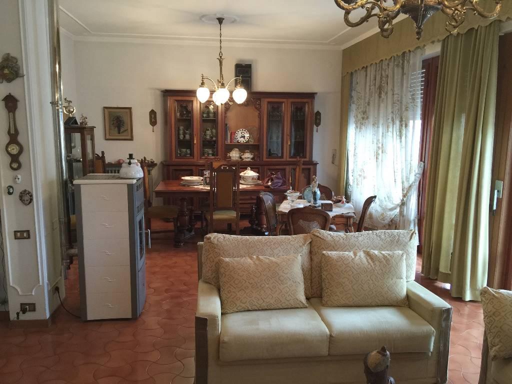 Villa in vendita a Vecchiano, 10 locali, prezzo € 470.000 | Cambio Casa.it