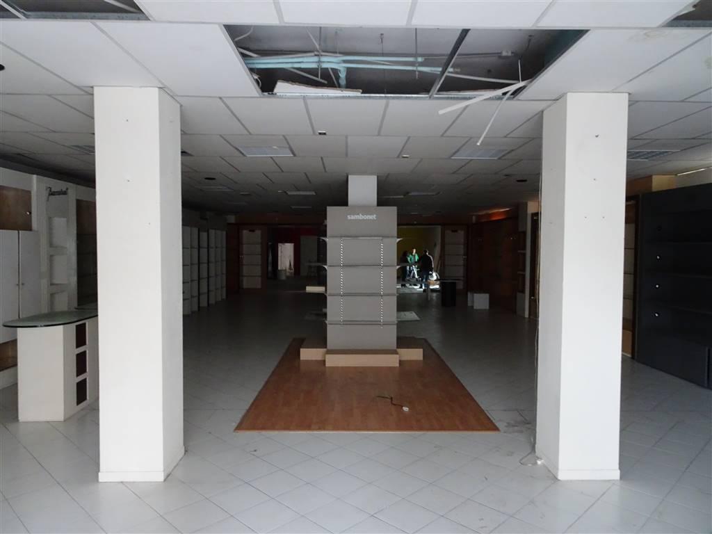Negozio / Locale in affitto a Pisa, 8 locali, zona Zona: Porta a Lucca, prezzo € 3.500 | Cambio Casa.it