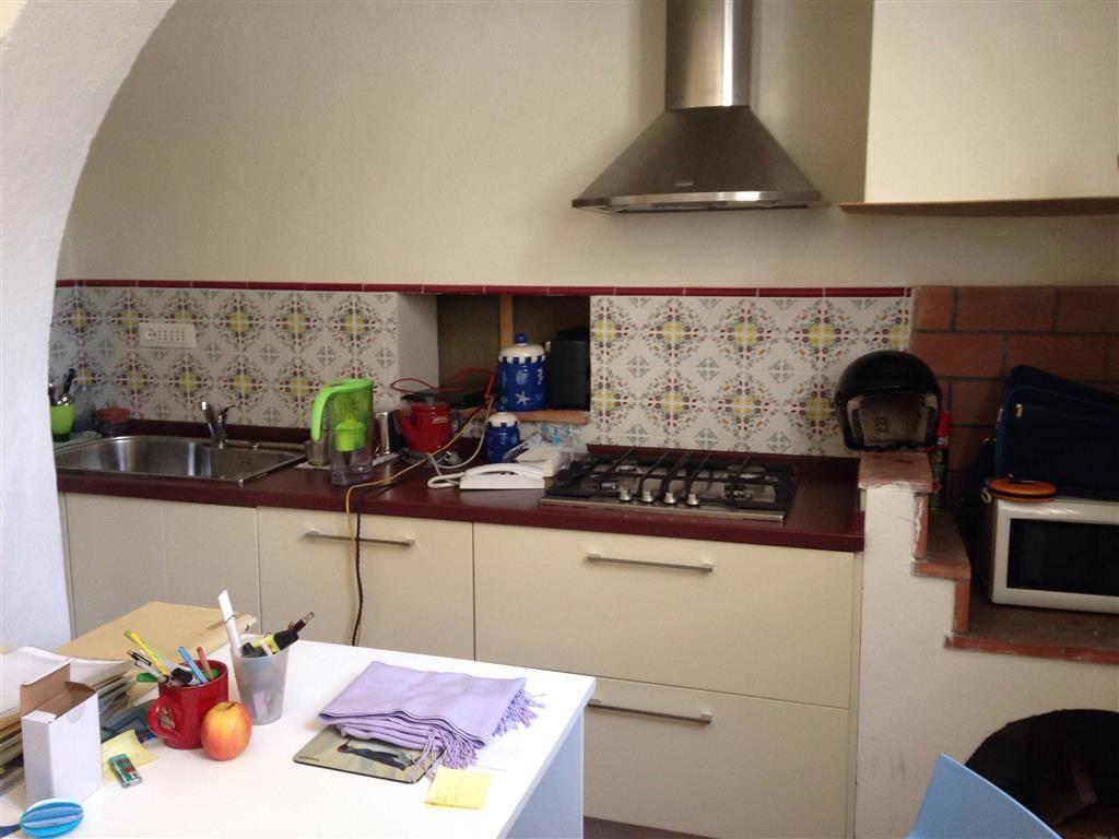 Soluzione Indipendente in affitto a Pisa, 6 locali, zona Località: SANTA MARIA, prezzo € 1.500 | CambioCasa.it