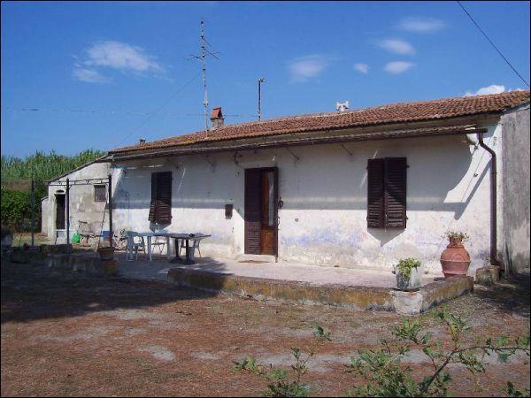 Rustico / Casale in vendita a San Giuliano Terme, 6 locali, zona Zona: Arena-Metato, prezzo € 250.000 | Cambio Casa.it