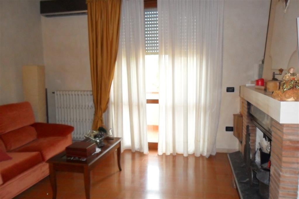 Appartamento in vendita a Ponsacco, 5 locali, prezzo € 200.000 | Cambio Casa.it