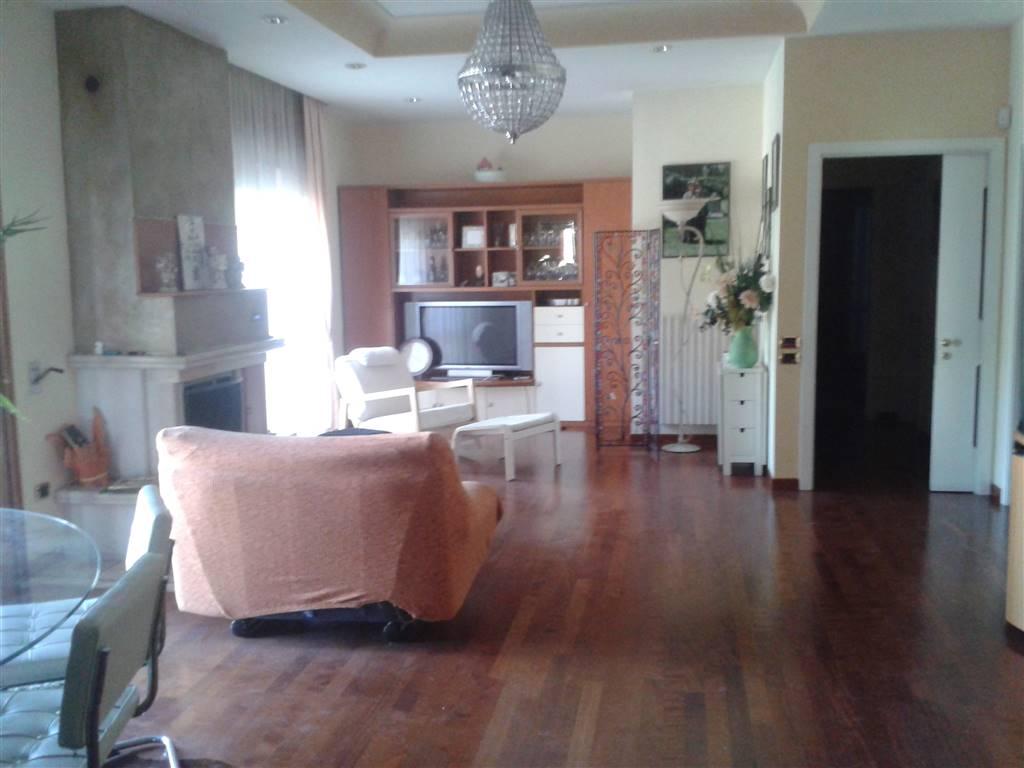 Appartamento in affitto a Baronissi, 6 locali, prezzo € 600 | CambioCasa.it