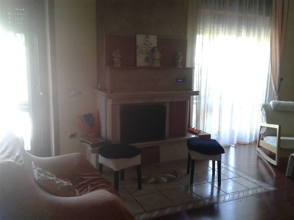 Appartamento in affitto a Baronissi, 6 locali, prezzo € 600 | Cambio Casa.it