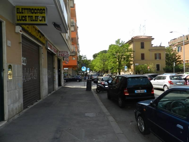 Negozio in affitto a roma porta metronia propertyre for Affitto uso ufficio roma san giovanni
