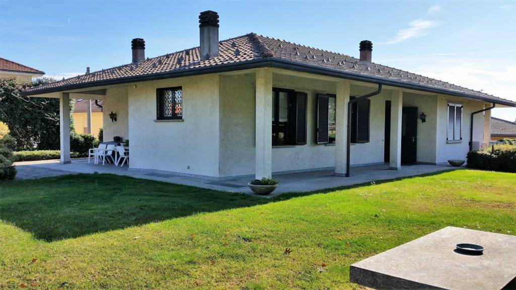 Villa-Villetta  in Vendita a Cucciago