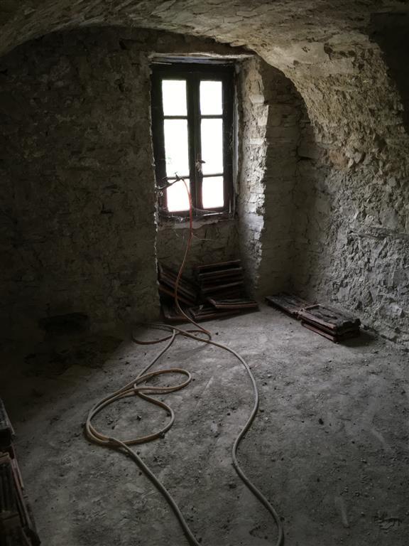 Appartamento indipendente, Apricale, da ristrutturare