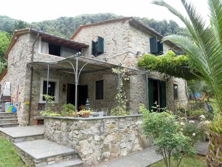 Rustico / Casale in vendita a Massarosa, 8 locali, zona Zona: Quiesa, prezzo € 340.000 | Cambio Casa.it
