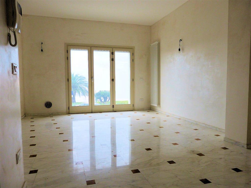 Appartamento in vendita a Camaiore, 3 locali, zona Zona: Lido di Camaiore, prezzo € 750.000 | Cambio Casa.it