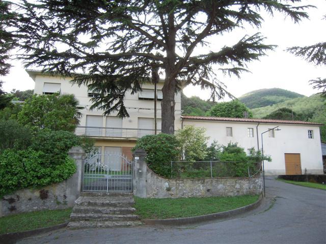 Palazzo / Stabile in vendita a Lucca, 10 locali, prezzo € 1.500.000 | Cambio Casa.it