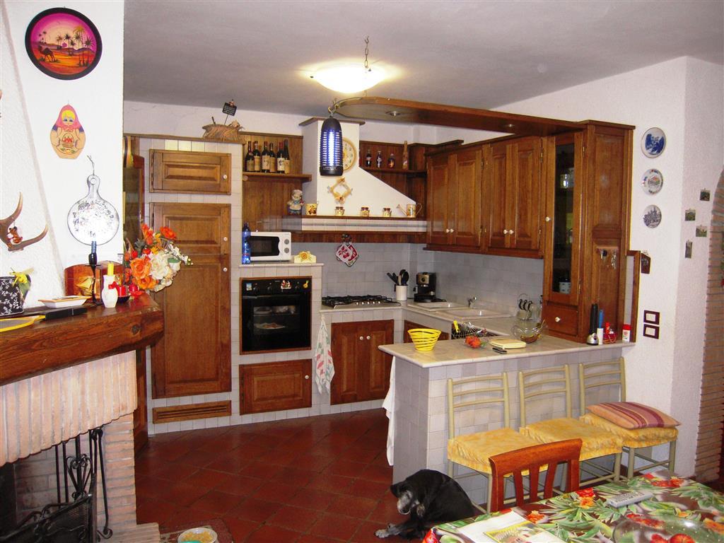 Soluzione Indipendente in vendita a Massarosa, 6 locali, zona Zona: Bozzano, prezzo € 260.000 | Cambio Casa.it