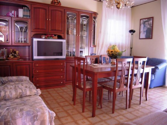 Soluzione Indipendente in vendita a Camaiore, 5 locali, zona Zona: Lido di Camaiore, prezzo € 278.000 | CambioCasa.it