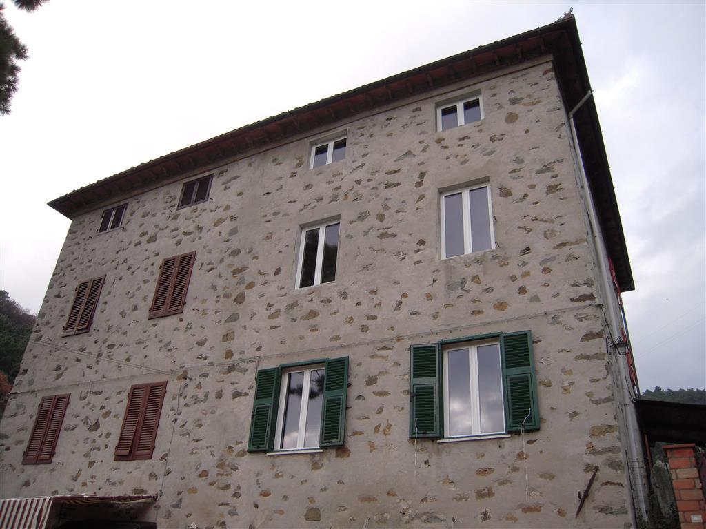 Soluzione Indipendente in vendita a Massarosa, 4 locali, zona Zona: Bozzano, prezzo € 375.000 | Cambio Casa.it