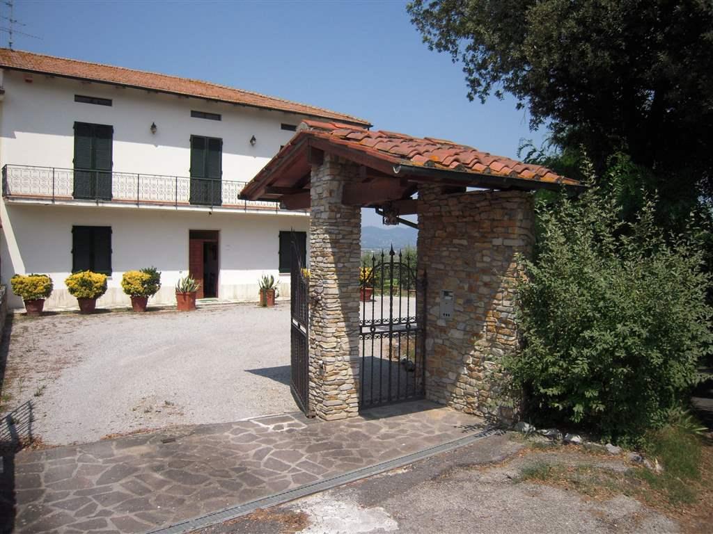 Soluzione Indipendente in vendita a Fucecchio, 8 locali, prezzo € 670.000 | Cambio Casa.it