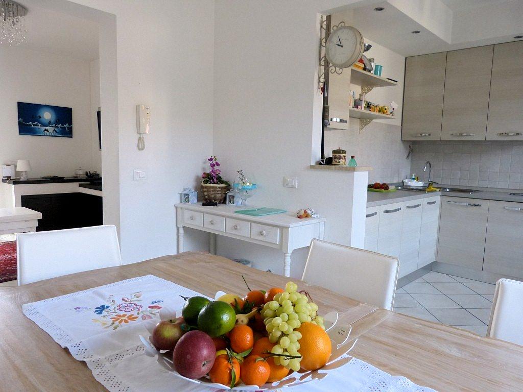 Soluzione Indipendente in vendita a Viareggio, 5 locali, zona Località: VARIGNANO, prezzo € 320.000 | Cambio Casa.it