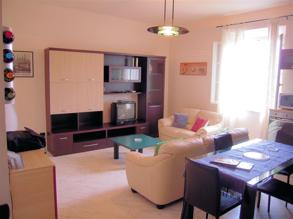 Appartamento in affitto a Viareggio, 3 locali, prezzo € 1.400 | Cambio Casa.it