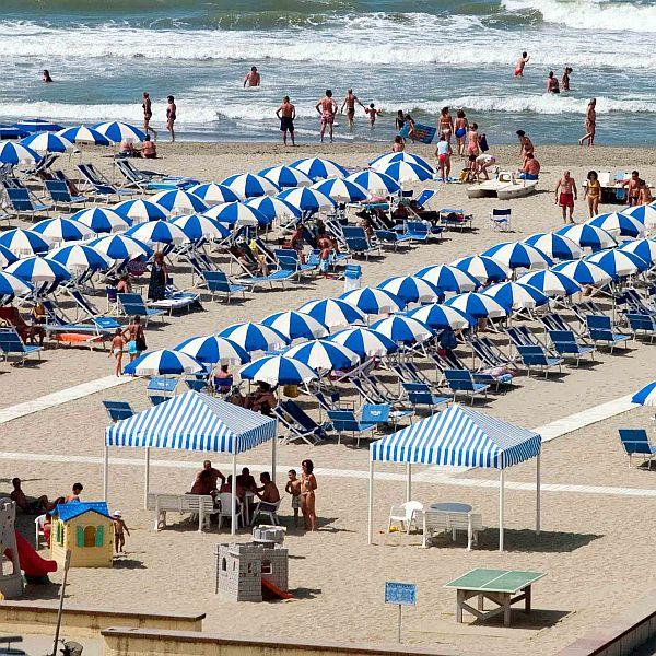 Attività / Licenza in vendita a Viareggio, 9999 locali, zona Località: PASSEGGIATA, prezzo € 2.200.000 | CambioCasa.it