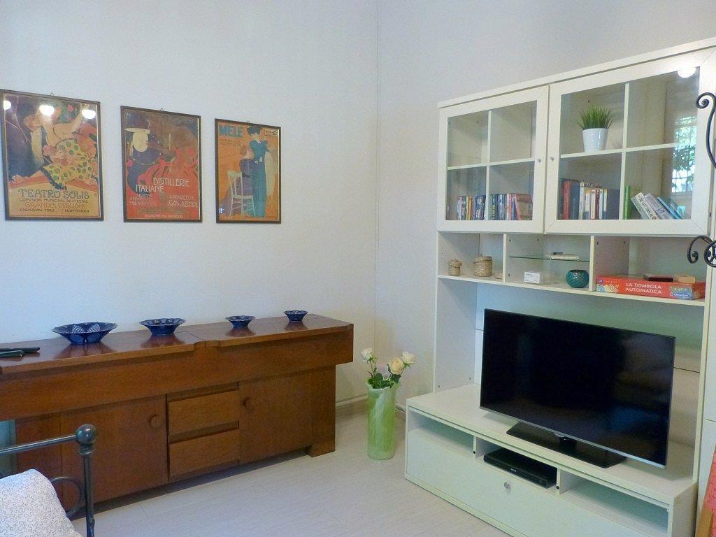 Soluzione Indipendente in vendita a Camaiore, 5 locali, zona Zona: Lido di Camaiore, prezzo € 600.000 | CambioCasa.it