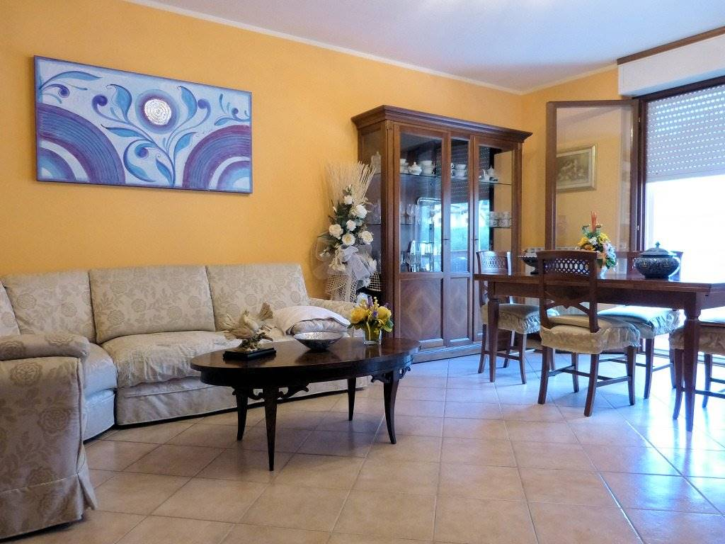 Appartamento in vendita a Massarosa, 5 locali, zona Zona: Quiesa, prezzo € 180.000   CambioCasa.it
