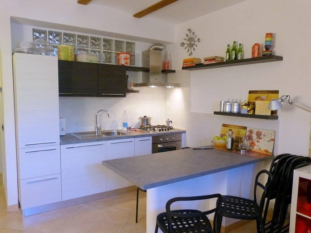 Appartamento in vendita a Massarosa, 2 locali, zona Zona: Bozzano, prezzo € 140.000 | Cambio Casa.it
