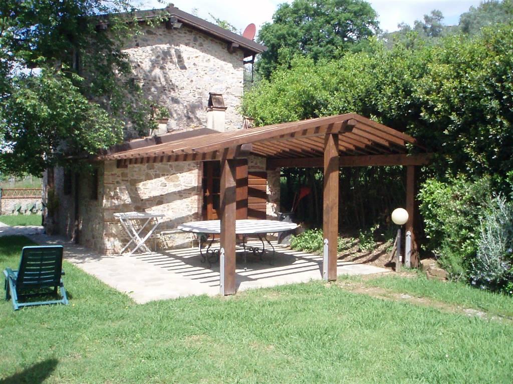 Rustico / Casale in vendita a Massarosa, 3 locali, prezzo € 280.000 | CambioCasa.it