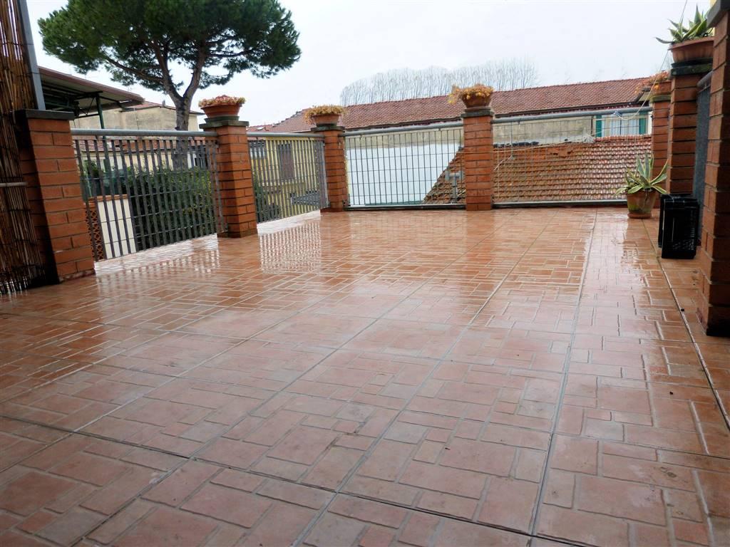 Soluzione Indipendente in vendita a Viareggio, 5 locali, zona Località: CENTRO, prezzo € 240.000 | CambioCasa.it