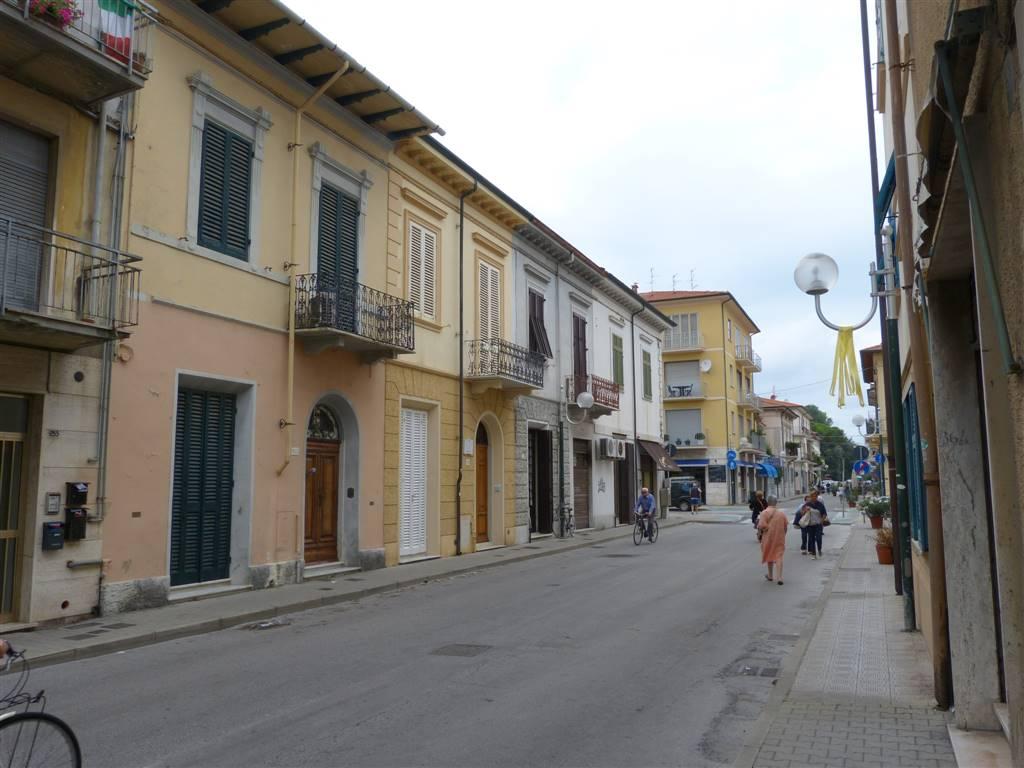Immobile Commerciale in affitto a Viareggio, 1 locali, prezzo € 400   CambioCasa.it