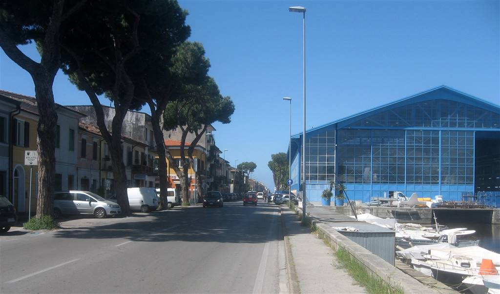 Immobile Commerciale in affitto a Viareggio, 2 locali, zona Località: DARSENA, prezzo € 1.300   CambioCasa.it