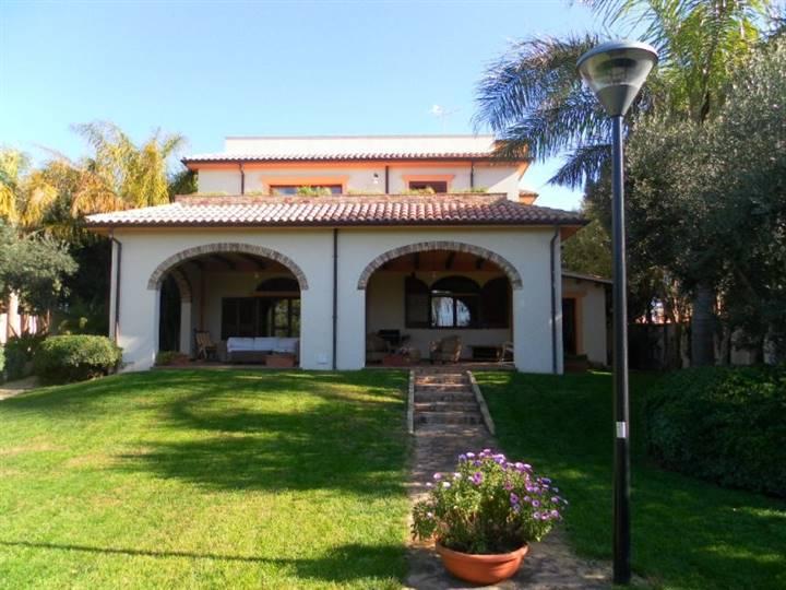 Villa in vendita a Mazara del Vallo, 13 locali, zona Località: VIA CASTELVETRANO, Trattative riservate | Cambio Casa.it