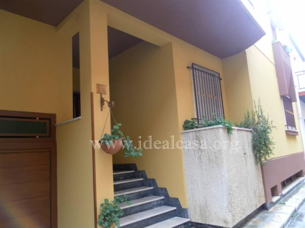 Appartamento in affitto a Mazara del Vallo, 4 locali, zona Località: CENTRO, prezzo € 350 | CambioCasa.it
