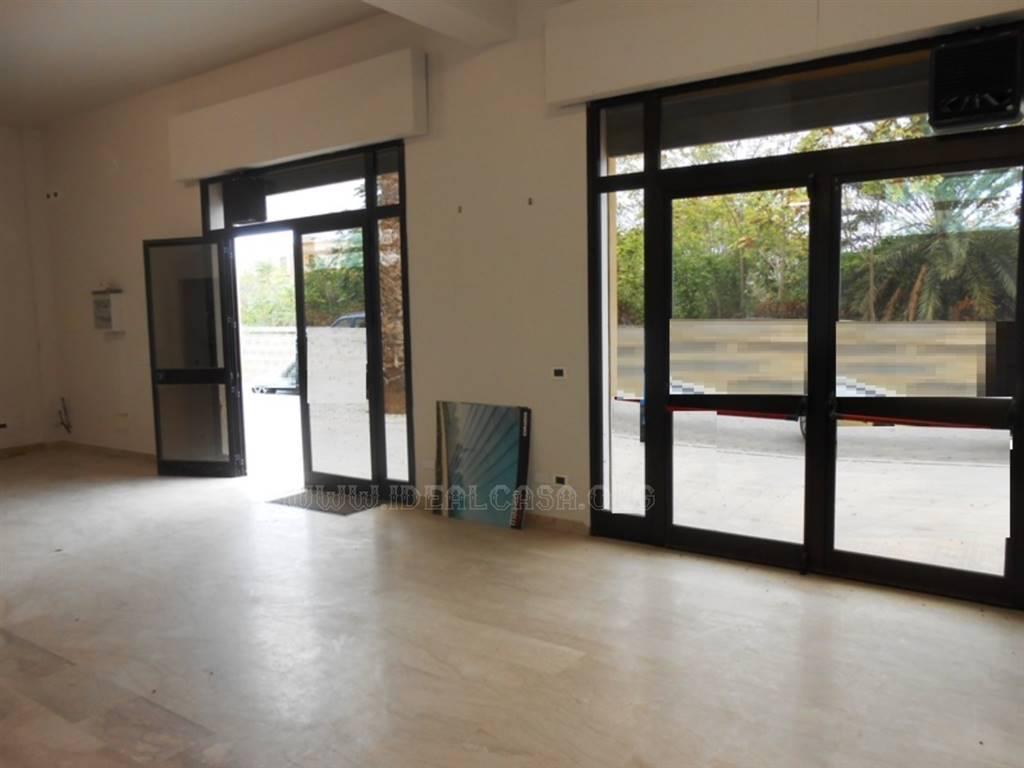 Attività / Licenza in affitto a Mazara del Vallo, 1 locali, zona Località: VIA CASTELVETRANO, prezzo € 1.200 | CambioCasa.it