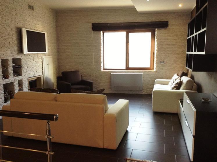 Soluzione Indipendente in vendita a Mondragone, 6 locali, prezzo € 195.000 | Cambio Casa.it