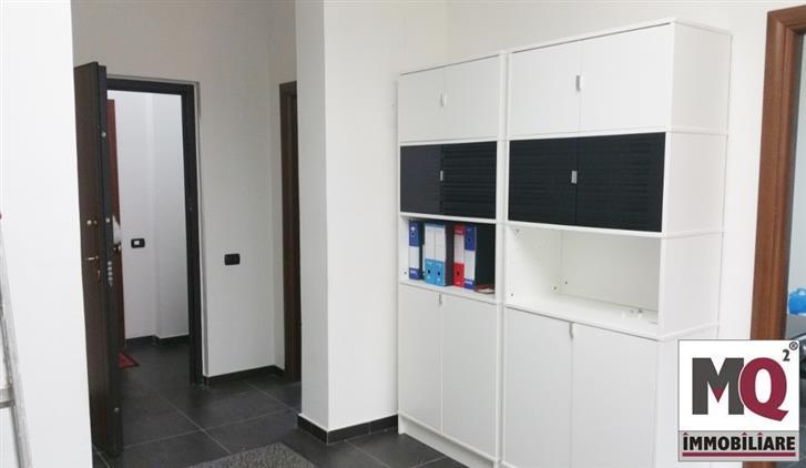 Ufficio / Studio in vendita a Mondragone, 3 locali, prezzo € 80.000 | Cambio Casa.it