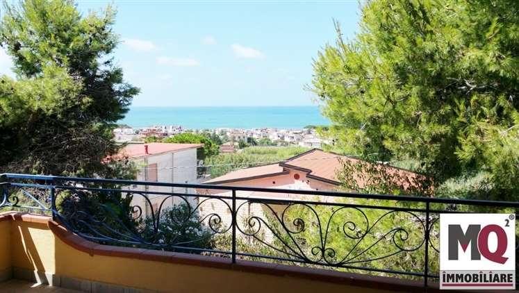 Villa in vendita a Sessa Aurunca, 8 locali, prezzo € 140.000 | Cambio Casa.it