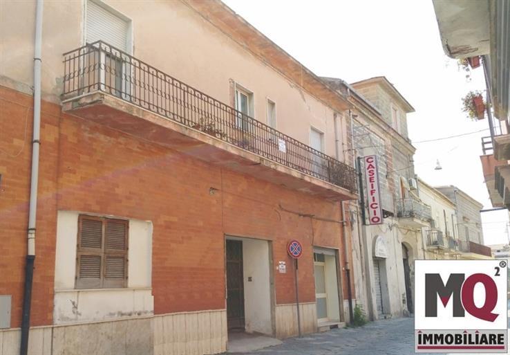 Palazzo / Stabile in vendita a Mondragone, 8 locali, prezzo € 198.000 | CambioCasa.it
