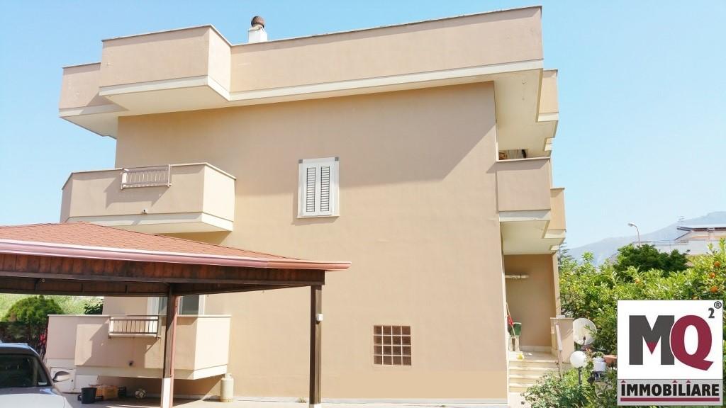 Villa in vendita a Mondragone, 4 locali, prezzo € 280.000 | Cambio Casa.it