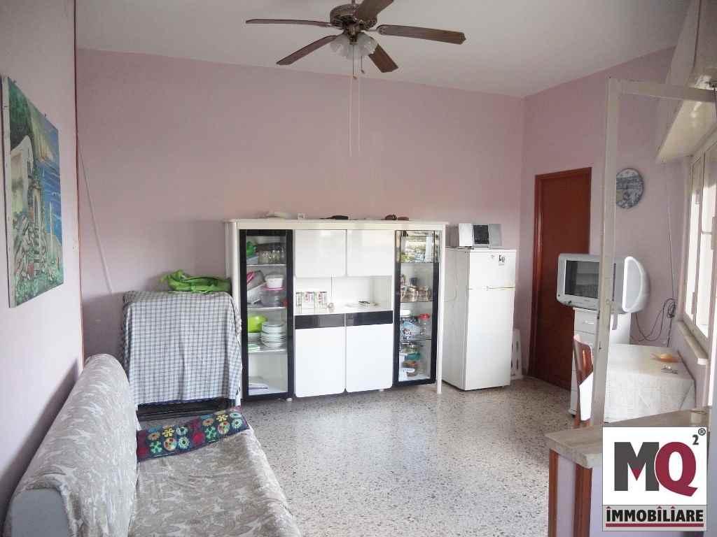 Appartamento in vendita a Mondragone, 2 locali, zona Zona: Zona Lido, prezzo € 25.000 | CambioCasa.it