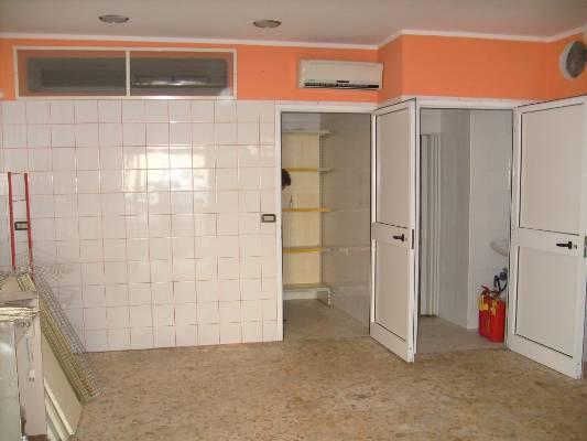 Negozio / Locale in vendita a Mondragone, 1 locali, zona Zona: Zona Lido, prezzo € 35.000 | CambioCasa.it